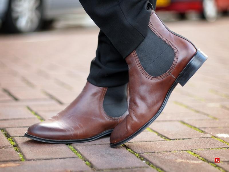 Egy másik divatos cipő - chelsea.Ezek bőrből vagy velúrból készült cipők.  Nincsenek kötőelemeik b74b1ba964